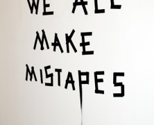 Anatol Knotek, un artiste  prendre au pied de la lettre.