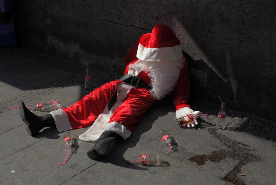 peter-pink-santa-claus-is-dead-streetart