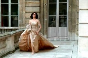Valérie Lemercier en robe de rideau