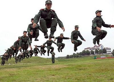 increible-chinos-saltan-todos-a-la-vez