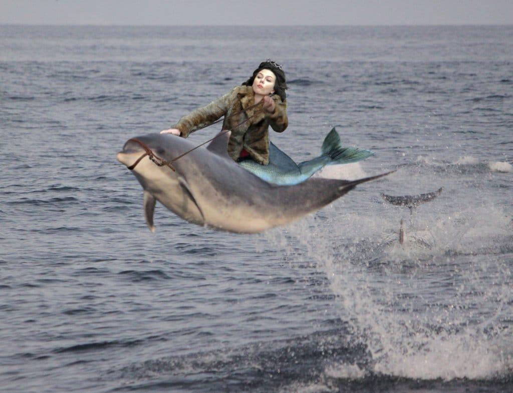 Scarlett Johansson Falling Down1