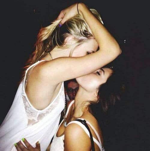 kiss-lesbian-souffle