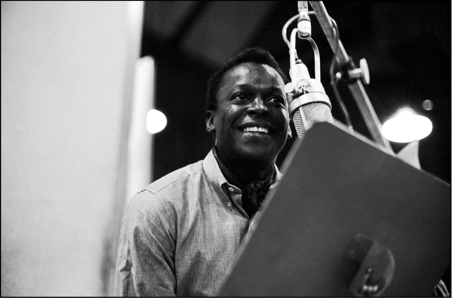 Miles Davis sur les sessions d'enregistrement de Kind of Blue Sessions en 1959. Photo prise par Don Hunstein.