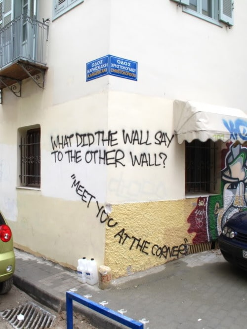 Funny-Street-Art-mett-met-at-the-corner