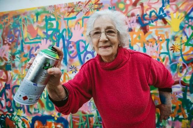 Ta-grand-mère-fait-du-street-art