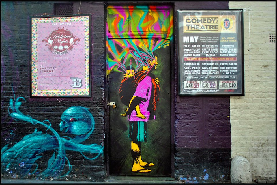 Street-Art-de-by-Stinkfish-in-London-England-