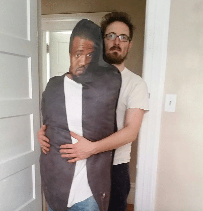 kanye-west-body-pillow-oreiller