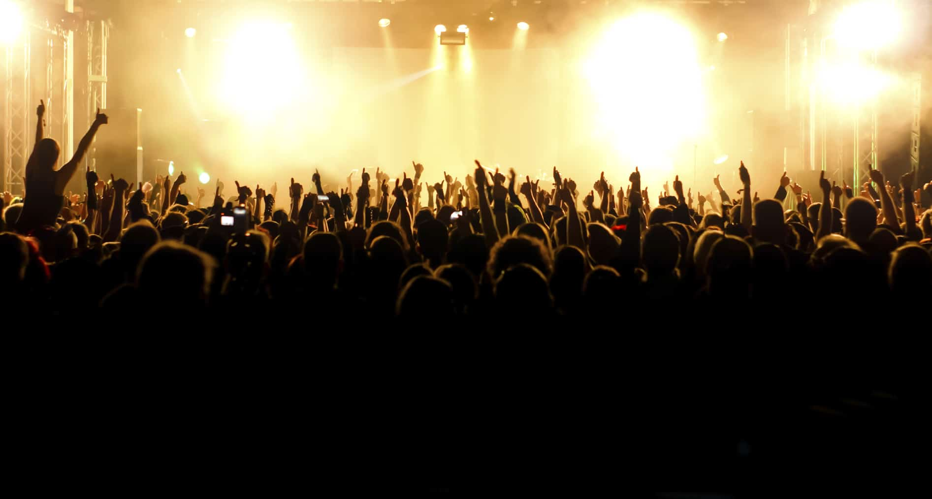 3 astuces pour passer un bon concert - Concert crowd wallpaper ...
