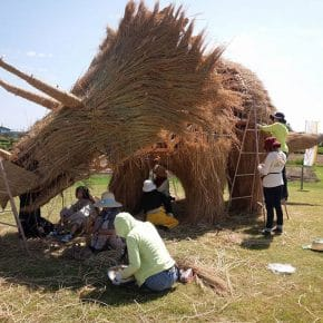 Wara-art-Amy-Goda-rice-straw-animal-sculptures-Niigata-Japan_4