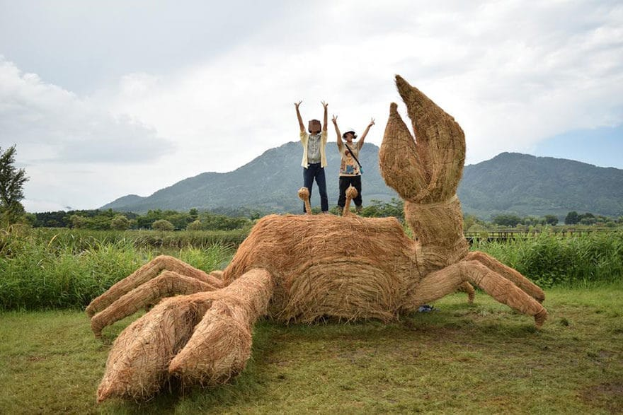 Wara-art-Amy-Goda-rice-straw-animal-sculptures-Niigata-Japan_9