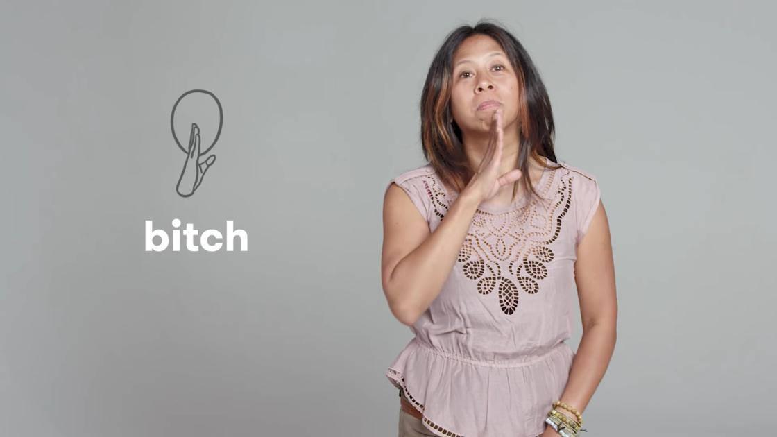 Apprenons des insultes en langage des signes grâce à un groupes de personnes sourdes